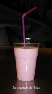 Smoothie à la fraise dans COLLECTIVITE SAM_0579-168x300